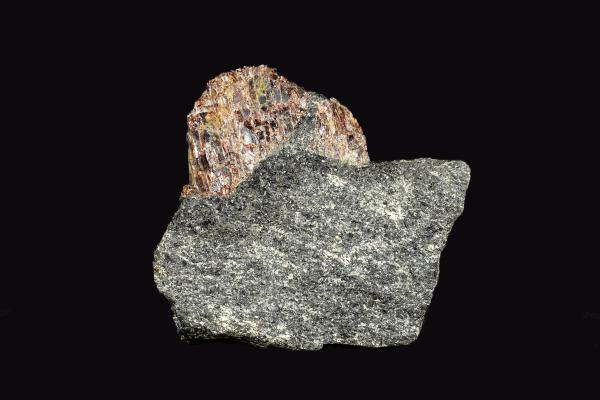 garnet gneiss black